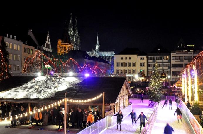 eisbahn_eisstockschiesen_und_kolner_dom_am_weihnachtsmarkt_heumarkt_23175360302